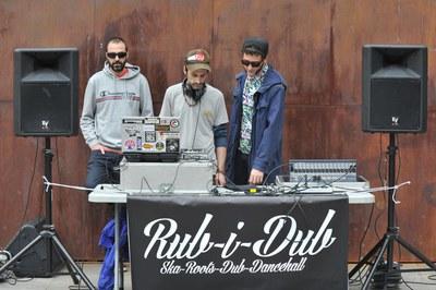 El vermut ha estat amenitzat amb música (foto: Localpres)