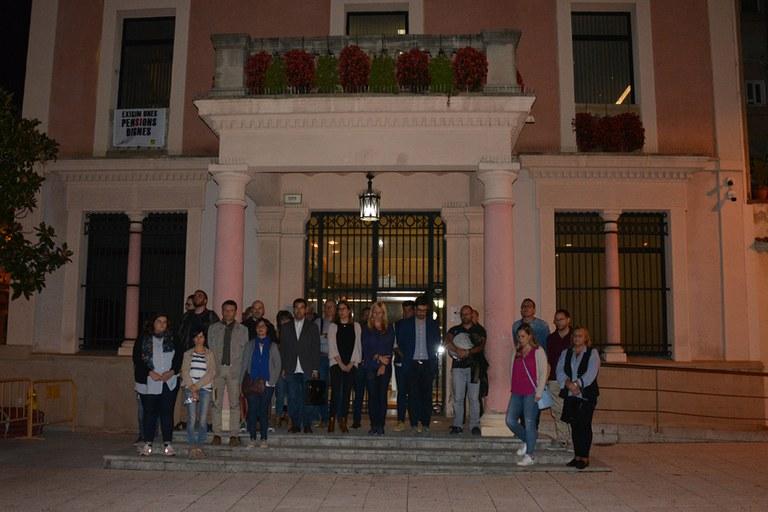 Els regidors i regidores han fet un minut de silenci en record de les víctimes dels aiguats de Mallorca