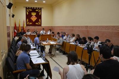 A la sessió d'aquest dijous, els nous regidors del Ple municipal han ocupat el seu lloc a la sala Enric Vergés.