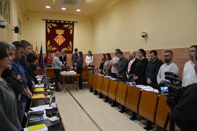 La sessió ha començat amb un minut de silenci en record de les sisvíctimes de la violència masclista de l'últim mes (foto: Ajuntament de Rubí).