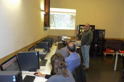L'Ajuntament ha organitzat sessions formatives adreçades a la ciutadania per mostrar les potencialitats de la plataforma (foto: Localpres).