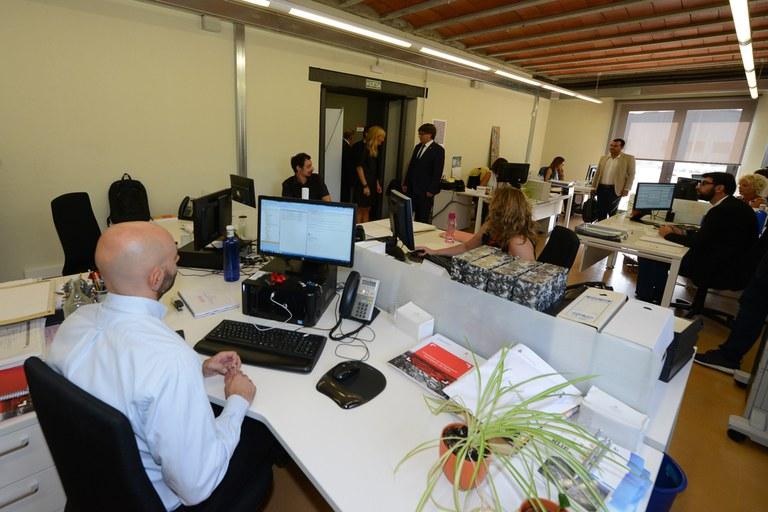 Puigdemont i l'alcaldessa a Can Serra (foto: Localpres)