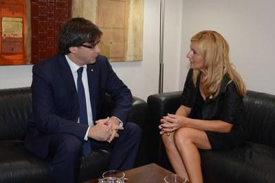 Puigdemont i l'alcaldessa s'han reunit uns minuts a porta tancada (foto: Localpres)