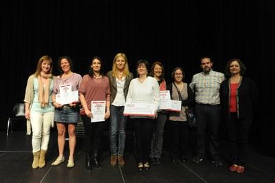 Ana María Martínez i Marta García, acompanyades dels guardonats d'aquesta 10a edició dels Premis al civisme (foto: Localpres).