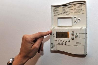 L'equip de Rubí Brilla ofereix consells d'eficiència energètica a les famílies amb l'objectiu que puguin reduir les factures energètiques.