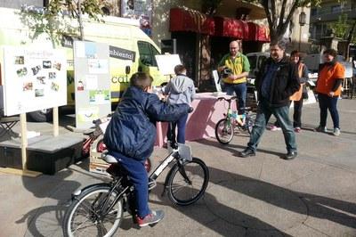 La pl. Catalunya va acollir l'activitat 'Vespa i Vispa' a la darrera edició de la Setmana Europea de la Prevenció de Residus (foto: Campos Estela).