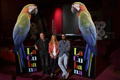 El director de La Cubana, amb l'alcaldessa i el regidor de Cultura (foto: Localpres).