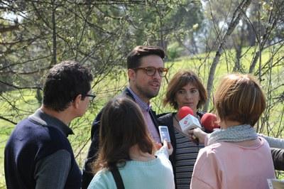 Pallarès, Rodríguez i Coscollola, durant la presentació dels actes del Dia de la Terra al torrent de les Abelles (foto: Localpres).