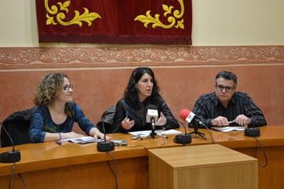 La regidora de Governança i Ciutadania, Neus Muñoz, i els tècnics del servei, Isabel Mesas i Manuel Salvador, han presentat les dades de l'any 2014