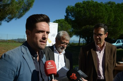 Rodríguez, Ricard Torralba ─alcalde de Sant Llorenç Savall─ i Ignasi Giménez ─alcalde de Castellar─, presentant la prova pilot del Consorci (foto: Localpres).