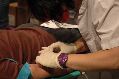 Les dones poden donar sang tres vegades a l'any, mentre que els homes poder fer quatre donacions anuals.