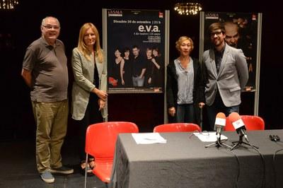 El director de La Sala, l'alcaldessa, l'actriu Carme Pla i el regidor de Cultura (foto: Localpres).