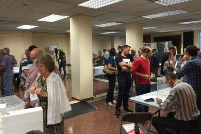 A les 9 h del matí, quan s'han obert els col·legis electorals, ja hi ha hagut rubinencs que han exercit el seu dret a vot.