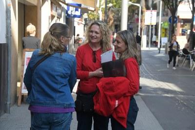 Els Agents pel Civisme treballen la sensibilització dela ciutadania (Foto: Ajuntament/Localpres).