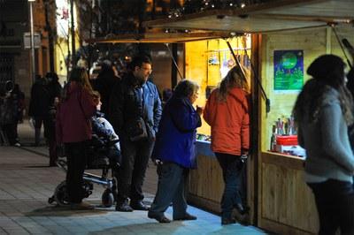 Fira del producte nadalenc a la plaça del Doctor Guardiet (foto: Localpres).