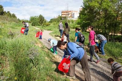 """La darrera """"trastejada"""" organitzada pels Caçadors de Trastets va tenir lloc en el marc dels actes per celebrar el Dia de la Terra (foto: Localpres)."""
