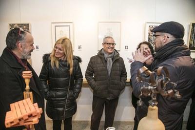 L'alcaldessa i el regidor, amb alguns dels artistes participants (foto: Ajuntament de Rubí – Lali Puig).