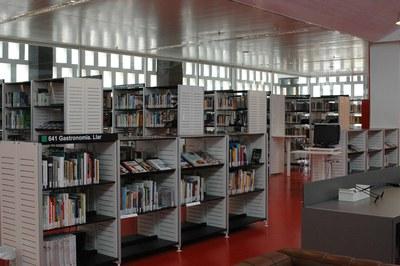 Aquest estiu es duran a terme uns treballs de millora a la instal•lació de climatització de la Biblioteca Mestre Martí Tauler.