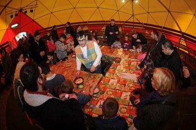 La carpa de la Fira de Nadal acull tallers i espectacles (foto: Localpres).