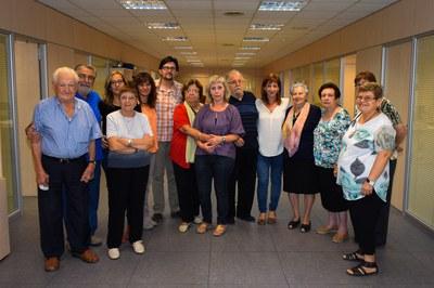 Els consellers, amb la regidora de Serveis a les Persones i diversos treballadors de l'àrea (foto: Localpres).