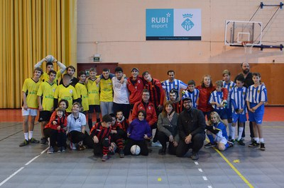 Els tres equips participants, amb els regidors Marta García i Moisés Rodríguez (foto: Localpres).