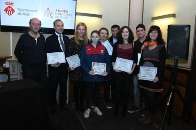 L'alcaldessa amb les persones premiades a l'última edició dels premis (foto: Localpres).