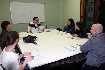 """La Biblioteca Municipal Mestre Martí Tauler acull els tallers """"Aprenem"""" per facilitar l'aprenentatge de les llengües mitjançant l'intercanvi."""