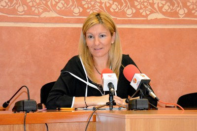 L'alcaldessa, Ana María Martínez, ha presentat el balanç final dels ajuts tributaris del 2015.