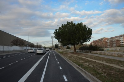 Una de les recomanacions per reduir el grau de contaminació és evitar el vehicle privat i desplaçar-se a peu, en bici o en transport públic.