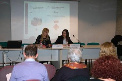 L'alcaldessa i la diputada, durant la presentació de l'informe (foto: Localpres).