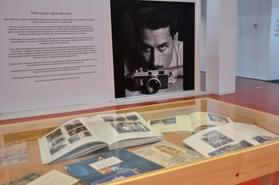 """Exposició """"Rubí vist per Ignasi Marroyo"""" de la Biblioteca Municipal Mestre Martí Tauler."""