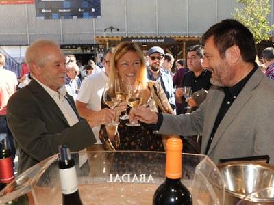 Ana María Martínez, amb els impulsors dels Premis Vinari (Foto: Localpres).