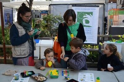 Una de les activitats programades durant La Gran Acci:  tallers per a reciclar materials (foto: Localpres).