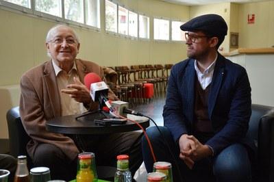 L'actor Jaume Pla acompanyat del regidor de Cultura, Moisés Rodríguez.