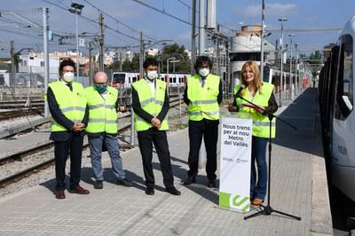 L'alcaldessa, durant la seva intervenció a la presentació del primer nou comboi (foto: Ajuntament de Rubí – Localpres).