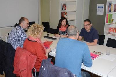 Rafael Güeto, durant la reunió amb els representants de l'Ajuntament d'Osca (foto: Localpres).
