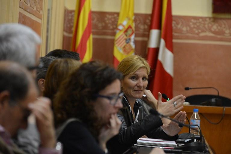 L'alcaldessa, Ana María Martínez, dirigint-se als membres de la Mesa (foto: Localpres)