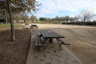 El projecte preveu la restauració i reforç de les àrees de picnic que actualment hi ha al parc de Ca n'Oriol (foto: Localpres).
