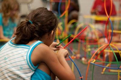 El curs s'adreça als menors que, pel fet de no tenir 18 anys, no poden apuntar-se al curs de monitors d'activitats de lleure infantil i juvenil.