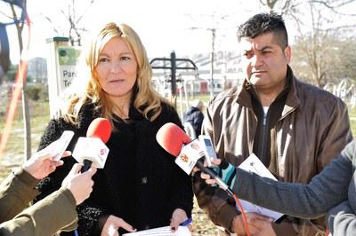 L'alcaldessa i el regidor d'Esports han presentat aquest dimarts el nou parc de salut del torrent dels Alous (foto: Localpres).