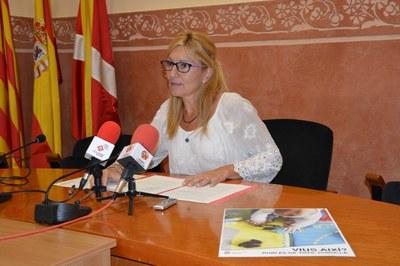 L'alcaldessa ha presentat la campanya informativa i part del material gràfic que s'ha editat per sensibilitzar la població.