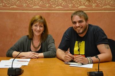 Marta García i Aitor Sánchez a la sala de plens.