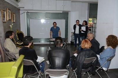 El regidor de Comerç, Rafael Güeto, en un dels tallers d'eficiència energètica adreçats al teixit comercial (foto: Localpres).
