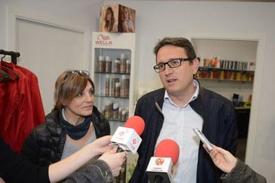 Rafael Güeto i Gemma Boltà, atenent els mitjans de comunicació (foto: Localpres)