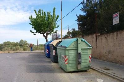 L'objectiu d'aquesta actuació és evitar que els contenidors ocupin part de la calçada.