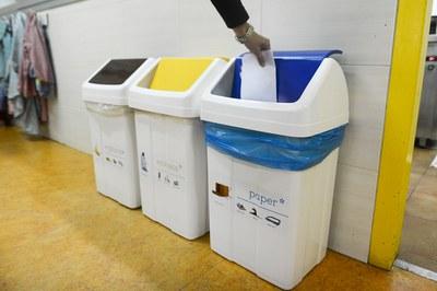 En total es col·loquen 40 mòduls de tres contenidors a diversos equipaments i escoles (foto: Localpres).