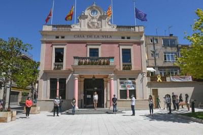La concentració ha seguit les mesures d'autoprotecció (foto: Ajuntament de Rubí – Localpres).