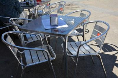 Qualsevol establiment de restauració pot sol·licitar la corresponent llicència per a ubicar una terrassa a la via pública.