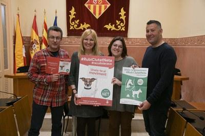 L'alcaldessa i els regidors, durant la presentació de la campanya (foto: Ajuntament de Rubí – Localpres).