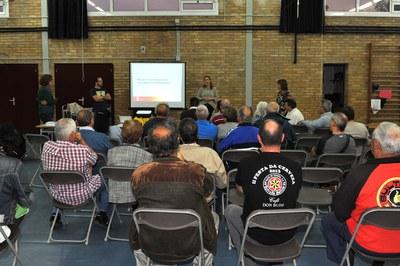 La xerrada informativa ha comptat amb la participació de prop d'una cinquantena de veïns i veïnes (foto: Localpres).